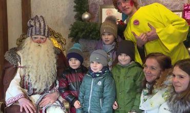 Peste 130 de copii ai poliţiştilor au primit cadouri din partea lui Moş Crăciun