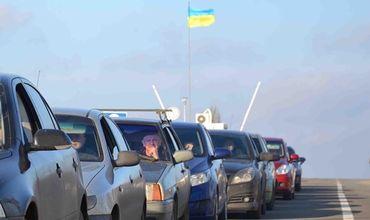 На пунктах пропуска в Донбассе почти тысячные очереди