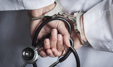 Во Франции мужчина украл белый халат и две недели выдавал себя за врача.
