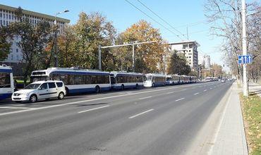 В центре Кишинева встали троллейбусы