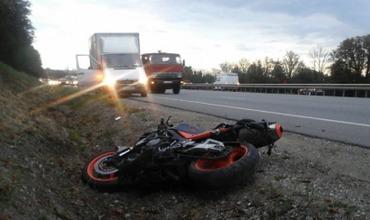Пострадавшего в аварии доставили в больницу.