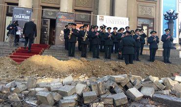 Молдавские театралы вынуждены идти на вручение премий через баррикады