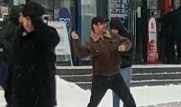 До начала записи хулиганы кидали в больного человека горящие петарды и подкидывали их незаметно мужчине в сумку.