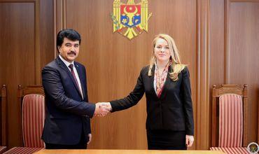Госсекретарь МИДЕИ встретилась с послом Таджикистана