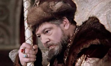 Петр Порошенко сидит в задумчивой позе Царя Ивана Васильевича.