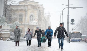 Зима возвращается в Молдову: идут снегопады и морозы.