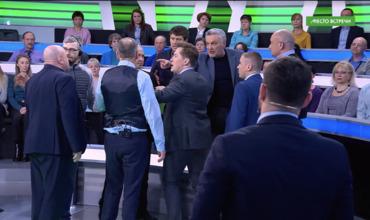 В эфире НТВ началась потасовка после фашистского приветствия.