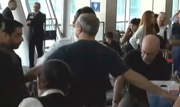 Несмотря на дипломатическую неприкосновенность, сотрудники службы авиационной безопасности прилюдно обыскали посла.