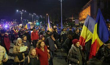 Около десяти тысяч жителей Бухареста вышли в воскресенье вечером на акцию протеста.