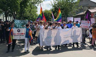 В Кишиневе проходит марш солидарности ЛГБТ-сообщества.