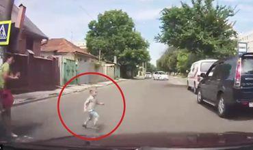 В Кишиневе водитель едва не сбил внезапно выбежавшего на дорогу ребенка.