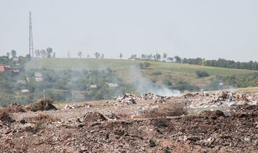Под Бельцами горит свалка, принадлежащая двум селам