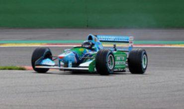 Пилот Формулы-3 Мик Шумахер проехал за рулем чемпионского болида своего отца Михаэля Шумахера.