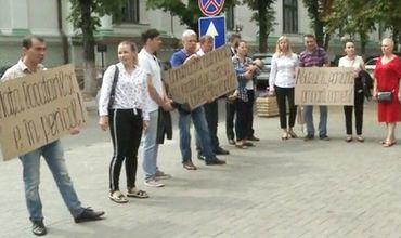 Протест у примэрии: Люди бьют тревогу из-за строительства многоэтажки в зоне оползня