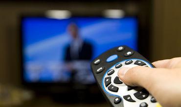 Также стало очевидно, что телевидение более популярно в сельской местности среди селян.
