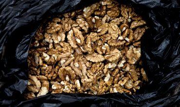 Польза орехов обусловлена содержащимися в них антиоксидантами, белками и другими питательными веществами.