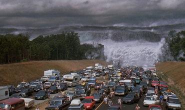 Местные геологи считают, что высота волны может составить несколько десятков метров.