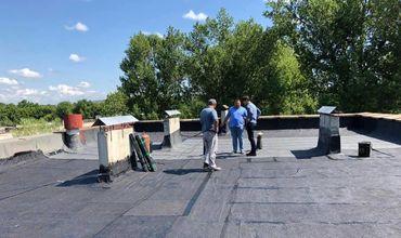На Ботанике проходит ремонт крыши многоэтажных домов
