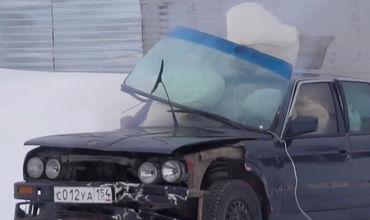 В результате эксперимента у автомобиля погнулись двери и рамки, выбило стёкла и люк.