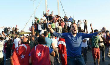 Число жертв попытки переворота в Турции возросло до 90