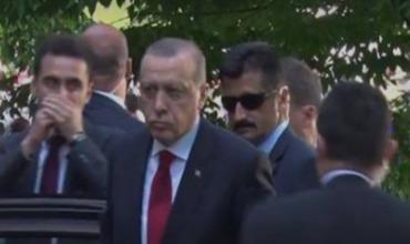 Эрдоган наблюдал за тем, как его охранники избивали протестующих в Вашингтоне.