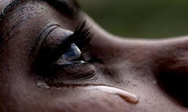 """Мать заметила слезы на глазах """"умершего"""" сына и спасла его от кремации."""