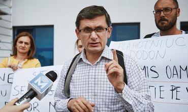 Гросу: На сторонника ACUM напали во время сбора подписей