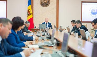 Полномочия членов правительства на время избирательной кампании временно возлагаются на генеральных секретарей министерств.