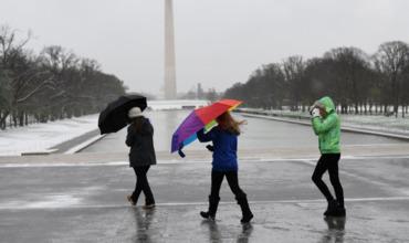 Сотни тысяч американцев остались без света из-за снегопадов