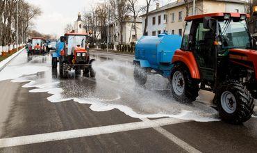В Оргееве идет весенняя уборка: улицы моют шампунем.