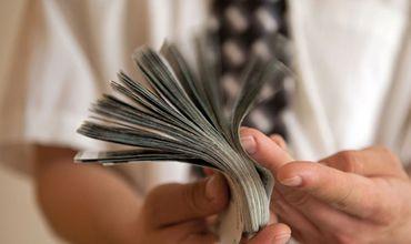 Всё больше молдавских граждан предпочитают вкладывать свои деньги в зарубежные банки. Фото: kp.by