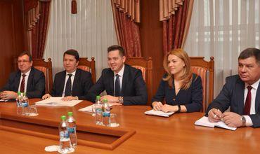 Ульяновски провел встречу с заместителем помощника госсекретаря США