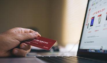 Мошенники нашли новый способ добраться до денег на банковских картах, и для этого им не нужны даже личные данные.