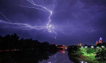 Японские физики научились предсказывать удары молний.