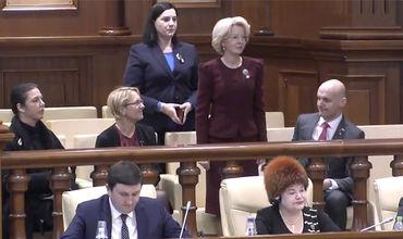 Депутаты встретили рукоплесканиями председателя сейма Латвии