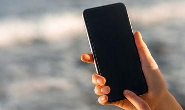"""Мошенники обманом заставляют пользователя принимать настройки, после чего смартфон становится уязвим для """"прослушки""""."""