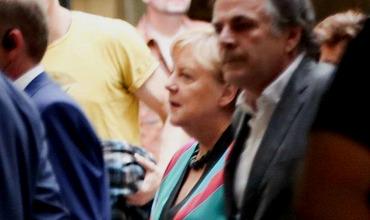 Ангела Меркель появилась на публике в одежде 23-летней давности.