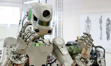 Вернувшегося на Землю робота Федора поместили на хранение в кофр.