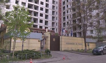 Масштабное строительство вот уже 2 года продолжается у стен посольства Франции в Молдове.
