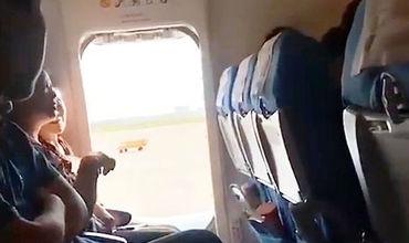 Пассажирка открыла аварийный выход в самолёте из-за духоты