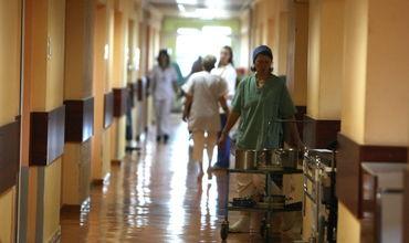 По оценкам экспертов, количество людей, которых отправляют на лечение в психбольницы сократилось.