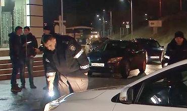 По данным правоохранительных органов, клиент-скандалист был ранее осужден за убийство отца таксиста.