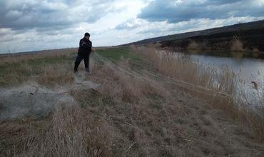 Из реки Ялпуг полиция достала около километра рыболовных сетей.