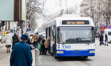 Costul unei călătorii cu troleibuzul sau cu autobuzul va crește până la 5 lei.