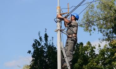 Интернет-кабели из новых столбов на Штефана чел Маре будут демонтированы