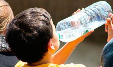 Даже если вы помоете бутылку, бактерии никуда не исчезнут.
