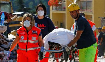 Спасатели Италии столкнулись с проблемой - не хватает мешков для тел погибших.