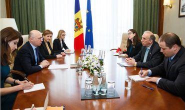 Премьер Филип провел встречу с Послом США в Молдове Джеймсом Петиттом