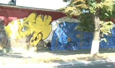 Молодые люди, создавшие граффити, обещают горожанам еще 25 настенных творений.