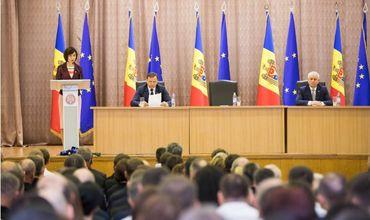 Премьер Майя Санду представила коллективам министерств новых руководителей.